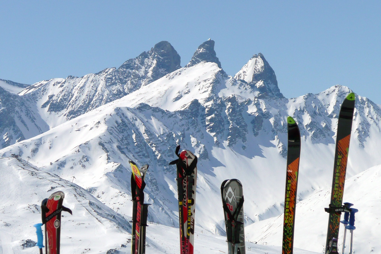 Free image: Skis in the snow