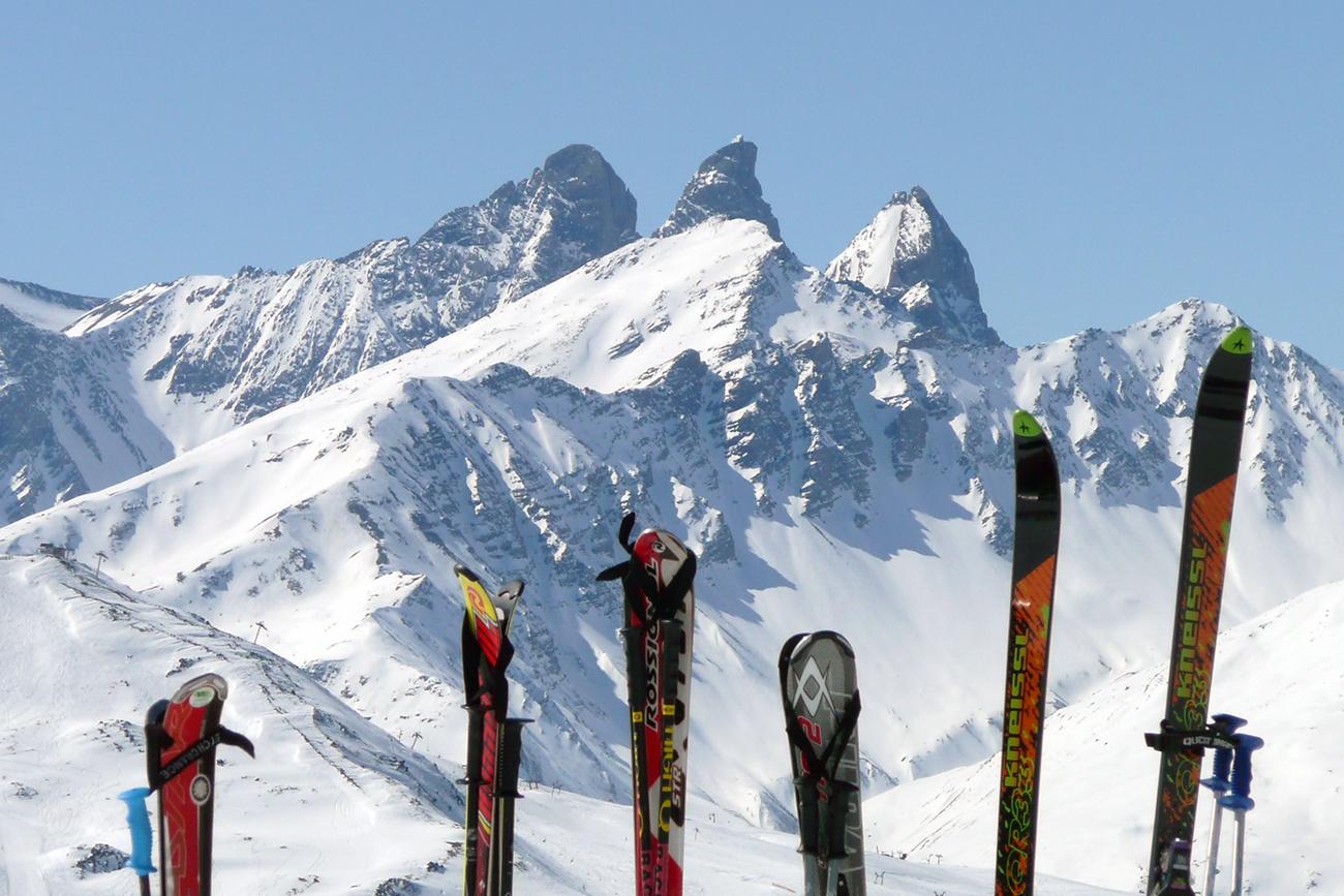 Skis in the snow - free image | myPicGuru com
